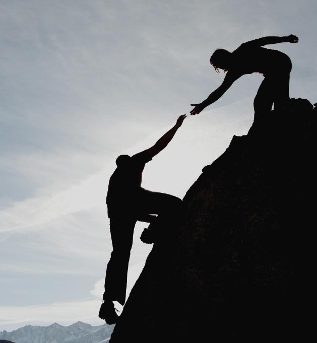 coaching_climbing_helping_teamwork